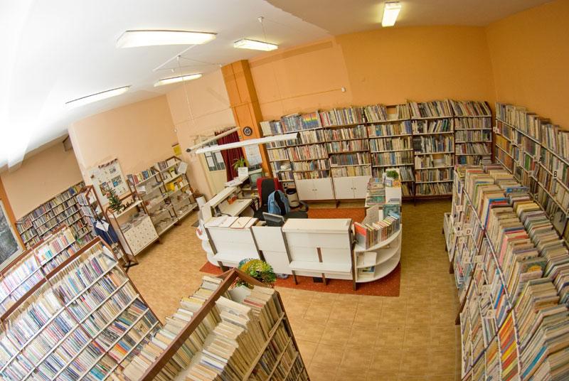 9b10af3ae Staromestská knižnica pobočka Západný rad 5 - výpožičný pult